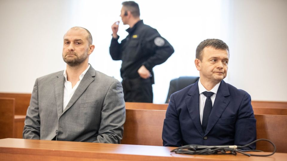 Local oligarch Norbert Bodor (left) during the hearing with 2nd richest Slovak businessman Jaroslav Hascak (right).