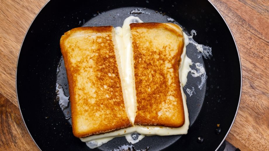 Pečený toast so syrom (grilled cheese)