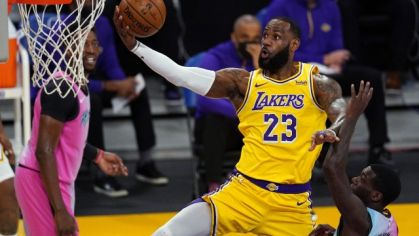 LeBron James v zápase Los Angeles Lakers - Miami Heat