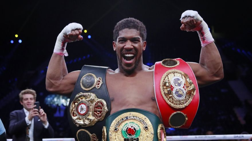 Anthony Joshua s opaskami.