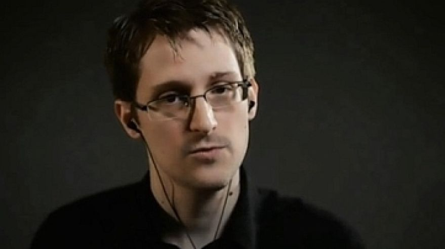 Edward Snowden v online interview s Jane Mayer