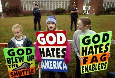 Westboro baptist church demonstracia