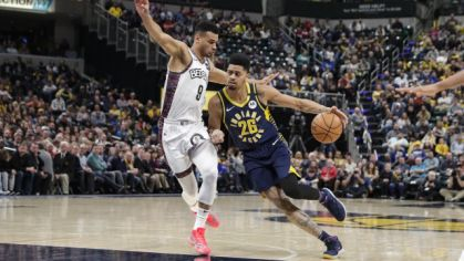 Jeremy Lamb (Indiana Pacers) a Chris Chiozza (Brooklyn Nets).