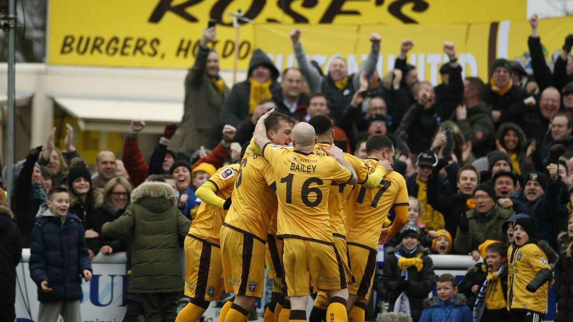 Sutton United hraci radost FA Cup feb17 Reuters