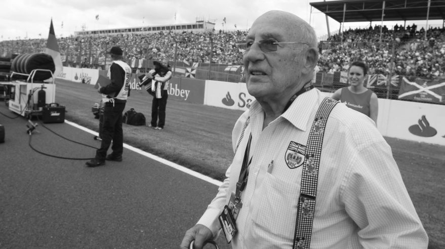 Zosnulý Stirling Moss.