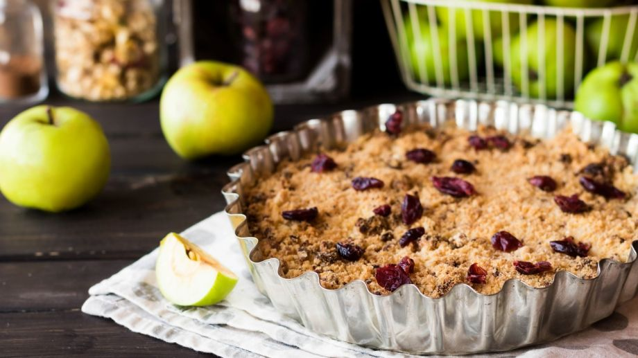 Apple crumble with dried cranberries