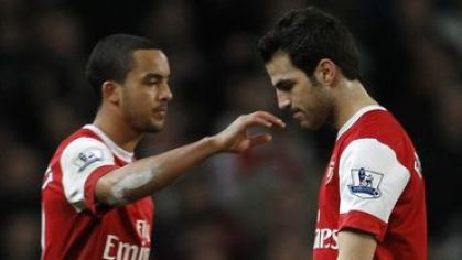 Walcott a fabregas arsenal obaja pass feb2011