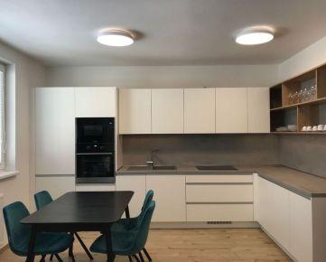 Nadštandardný zariadený 2 izbový byt v v novostavbe, 72 m2 + balkón 4 m2, Trenčín, Zlatovská ul. / Zámostie