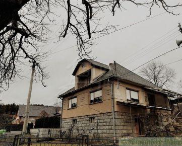 Priestranný dom v centre obci Litava