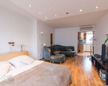 POZRITE SI -pekný 1 izbový byt v Starom Meste, terasa, balkón, klimatizácia.