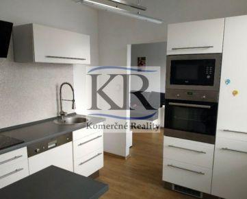 Veľkometrážny 3 izbový byt v centre Serede na predaj