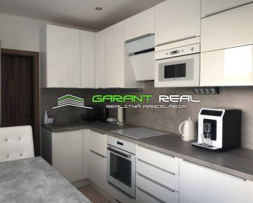 """""""REZERVOVANÉ"""" GARANT REAL - 3 izbový kompletne rekonštruovaný byt s logiou a komorou, 75 m2, Sibírska ulica, Prešov"""