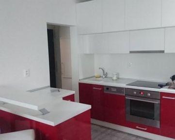 PRENÁJOM menší 3-izb.byt Na hlinách v Trnave, 55m2, loggia, kompletne prerobený, čiastočne zariadený