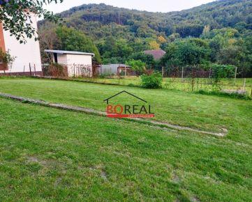 ** RK BOREAL ** Stavebný pozemok o výmere 537 m2, v krásnom pohorí Považského Inovca v obci Hrádok okr. Nové Mesto nad Váhom