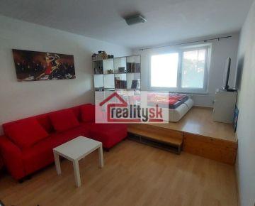 Predám 1-izbový byt na Medveďovej ulici v Ovsišti