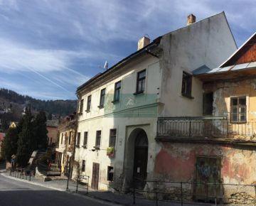 NA PREDAJ - Historický meštiansky dom v centre  Banskej Štiavnice