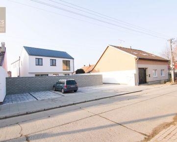 PREDAJ, 3 izbový byt so záhradkou a parkovaním v mestskej vile v centre, Záhradná ulica