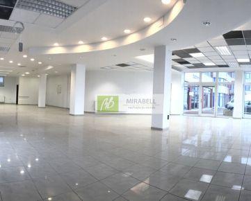 Obchodný priestor 172 m2 s veľkými výkladmi pri hlavnej ceste
