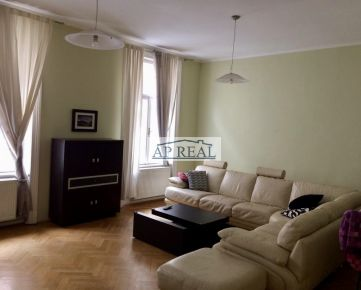 Veľkometrážny 3-izbový  kompletne zariadený byt s krbom v centre mesta, Grösslingova ul.