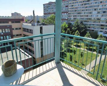 Zrekonštruovaný, priestranný 3i byt + kuchyňa, balkón, pri Draždiaku, Šintavská - Petržalka