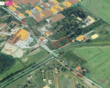 Stavebný pozemok pre komerčné využitie s dobrým napojením na diaľnicu