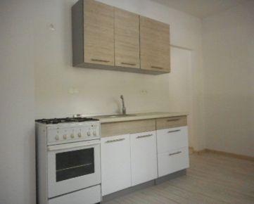 3-izbový byt s veľkou loggiou L. Novomeského