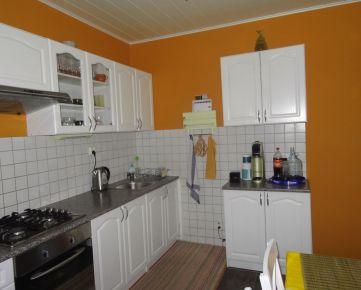 Slnečný vkusne zrekonštruovaný 3-izb. byt, 69 m², s uzatvorenou loggiou, na Iľjušinovej ul. v Petržalke, časť Dvory. Exkluzívna ponuka!