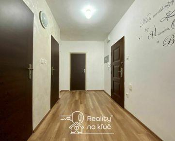 Na predaj 3-izbový byt s loggiou vo vyhľadávanej lokalite JUH v Nových Zámkoch