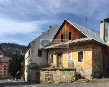 """NA PREDAJ - Unikátny historický meštiacky dom v centre Banskej Štiavnice """" So studňou na streche """""""