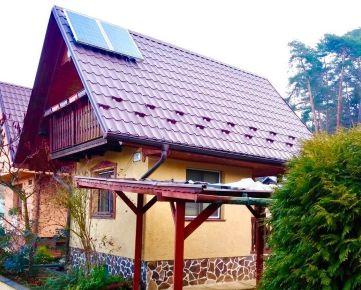 Zrekonštruovaná záhradná chatka v sade 600 roč., solárne panely, 270 m2
