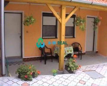 VEĽKÝ MEDER - apartmánový dom s obchodným priestorom NA PREDAJ