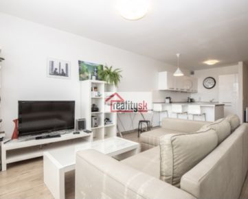 Prenajmem zariadený klimatizovaný 2-izbový byt v komplexe Tri veže s garážovým státím