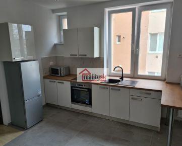 Prenajmem 3izbový byt 56 m2 s parkovanim vo dvore v centre Trenčína