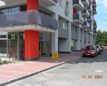 PRENÁJOM – samostatné kancelárie, obchod, služby, 57 m2, prízemie, vchod z ulice, vyhradené parkovanie. BA IV. Karlova Ves, novostavba, v súčasnosti znížené nájomné 275 EUR bez DPH
