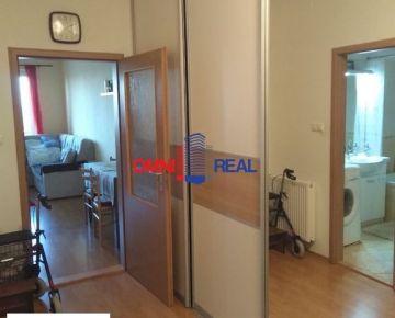 Pekný 1 izb. apartmán, Vyšehradská ul., 51 m2, 1/11 s balkónom