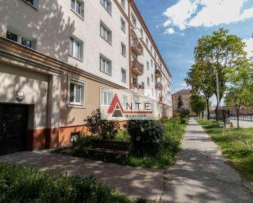 Na prenájom 2 izbový byt blízko Centra, Zimná ul, výťah, čiastočne zariadený