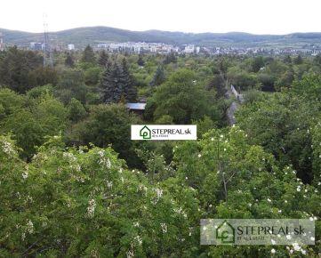 Ponúkame postúpenie nájomnej zmluvy na záhradu v katastrálnom území Rača-Žabí Majer.