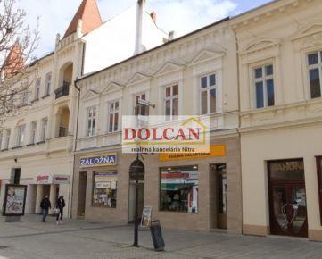 Historická budova v strede pešej zóny, Nitra