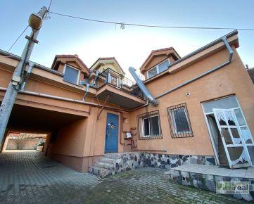 EXKLUZÍVNE! Penzión s reštauráciou v obci Bernolákovo, pozemok o výmere 3855 m2