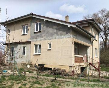 Priestranný dom v centre Trnovca nad Váhom, neďaleko mesta Šaľa na predaj