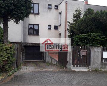 Predám veľký RD v Dúbravke, 267 m2 so záhradou