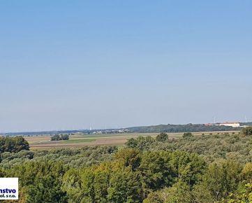 Devínska Nová Ves - stavebný pozemok 973 m2 , šírka 20m, s krásnym výhľadom na Rakúsko