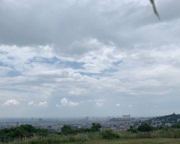 Predaj stavený pozemok Koliba - Stráže 600m2