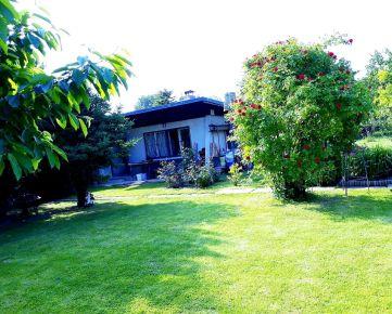 Ponúkame na predaj rekreačný pozemok s chatkou v Bratislave-Ružinov-Mokráň záhon.