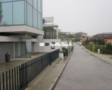 Lukratívne stavebné pozemky v Bratislave na Kolibe, 700 m2, 700 m2, 287 m2.