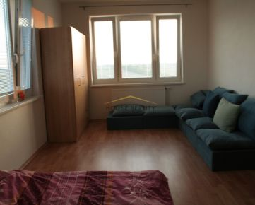 Nezariadený 3 izbový byt, Vyšehradská ulica, Bratislava V. Petržalka