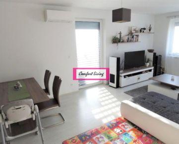 COMFORT LIVING ponúka - Zariadený 3 izbový byt v NOVOSTAVBE - DVE GARÁŽOVÉ STÁTIA V CENE, vstavané spotrebiče, KLIMATIZÁCIA, loggia aj francúzsky balkón