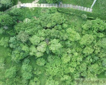 Pozemok  0,5 ha s krásnym výhľadom nad obcou Pukanec