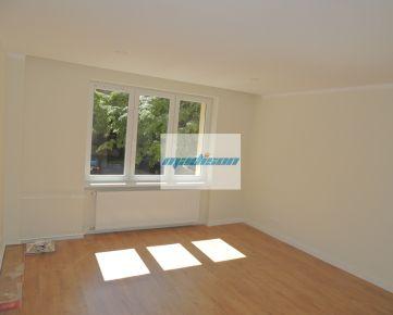 Kompletne zrekonštruovaný byt na zvýšenom prízemí v tichej lokalite blízko centra, internet gratis, bez provízie