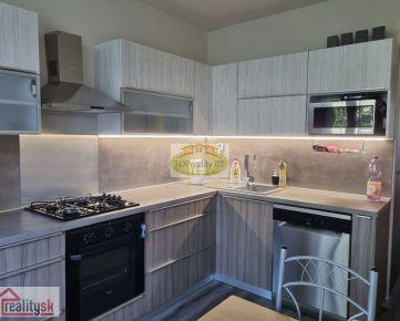 Rezervovaný - Len u nás !!!  - Top ponuka -  Veľký 4  izbový byt , 84 m2,   s lodžiou,  Banská Bystrica – kompletná  moderná rekonštrukcia - cena  194 000€